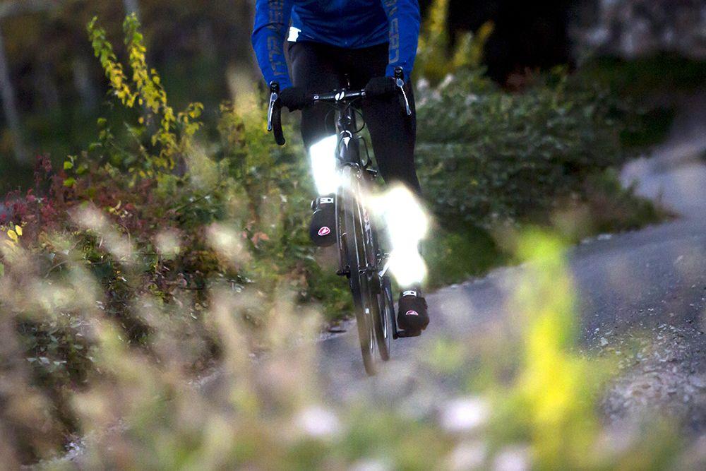Zichtbaar in het verkeer met reflecterende fietskleding